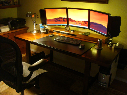 3 monitor workstation